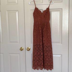 Mauve size Small ASTR lace midi dress